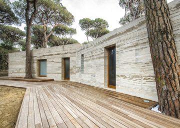 dezeen_House-in-a-Pine-Wood03