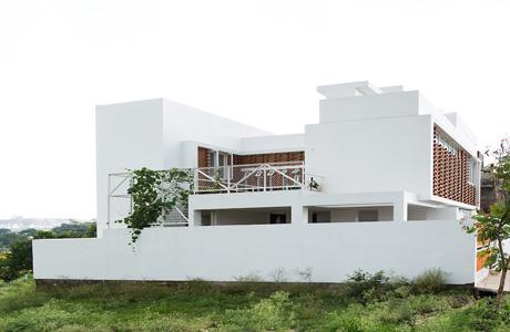 Lateral House by Gaurav Roy Choudhury