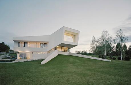 Monolithic villa in Freundorf
