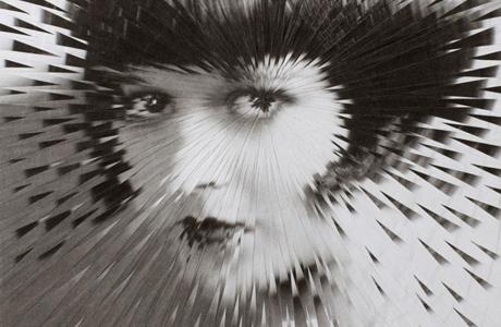 Explodierte Porträts von Lola Dupre