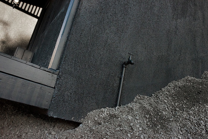 LANDED-IAN_STRANGE-house-installation02