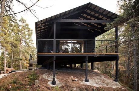 Holzhaus auf der schwedischen Insel Vindö