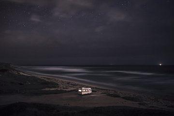 A Van in the Sea_Praia dos Aivados_01