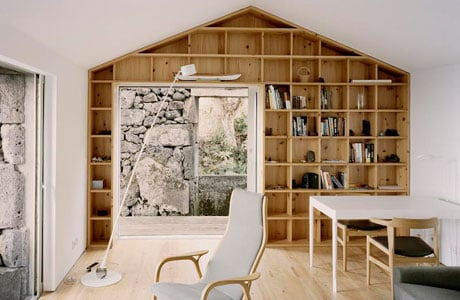 Sami Arquitectos turn a ruin into a cozy holiday home