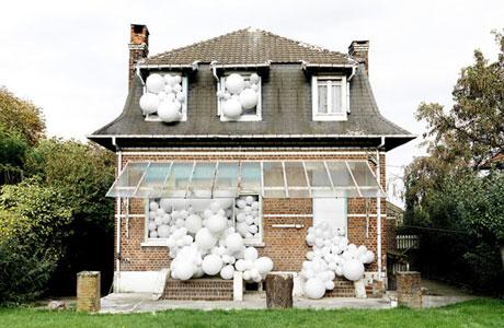 charles-petillon-balloon-invasions_pre