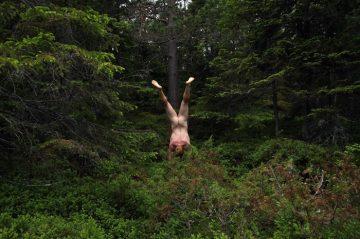 Naked_Handstander_002