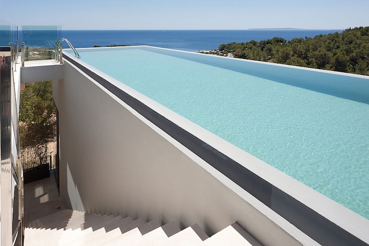 AABE Designed A Translucent House With Spectacular Views ...