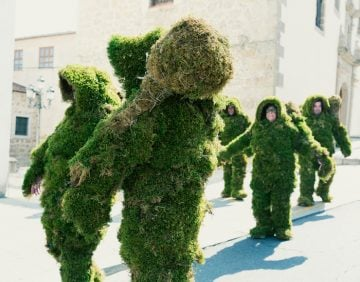 Walking through the streets of Bejar dressed in moss.  The Moss Men of Bejar.