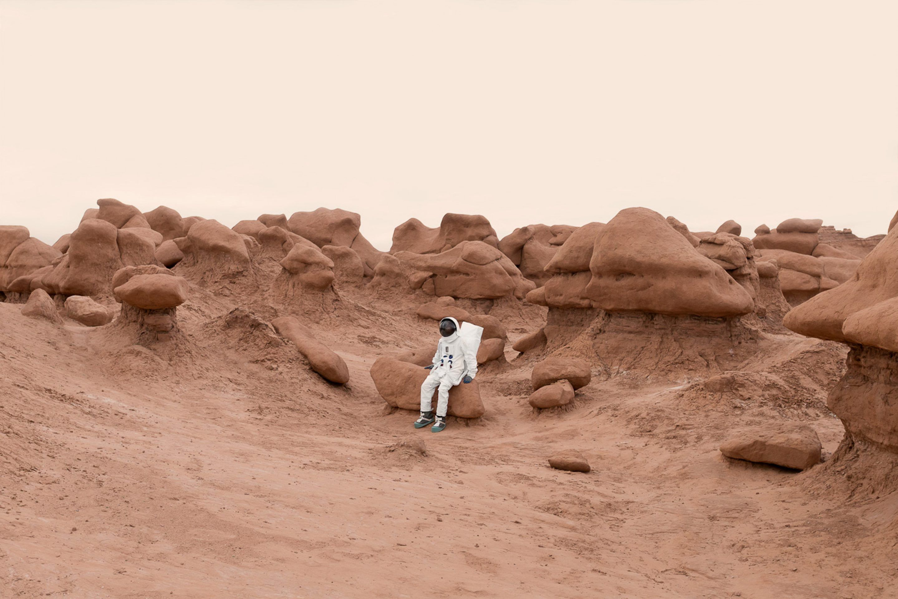 IGNANT-Photography-Julian-Mauvre-Greetings-From-Mars-014