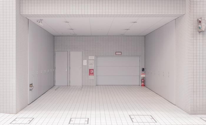 pale_empty_grid