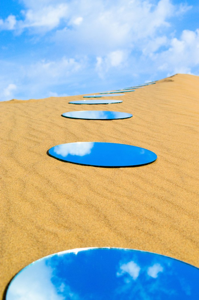 Stunning mirror installations by shirin abedinirad for Lots specchio