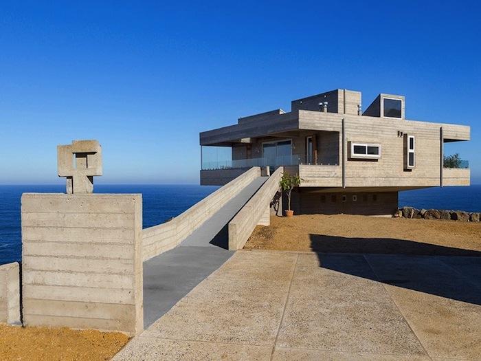 A modern concrete beach house by gubbins arquitectos for Concrete beach house plans