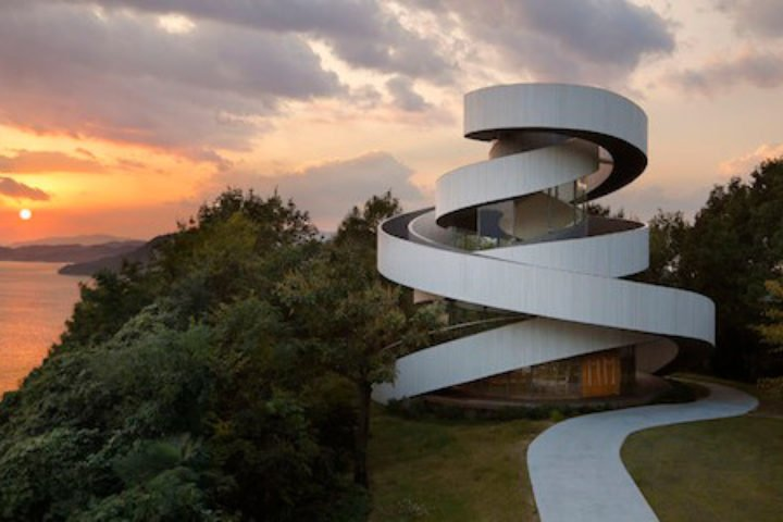 Ribbon Building_Architecture_featured