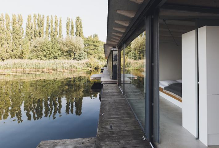 Modern Houseboat · Berlin