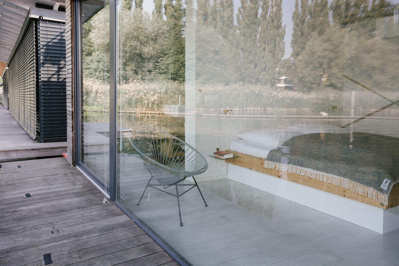ignant-travel-modern-houseboat-17