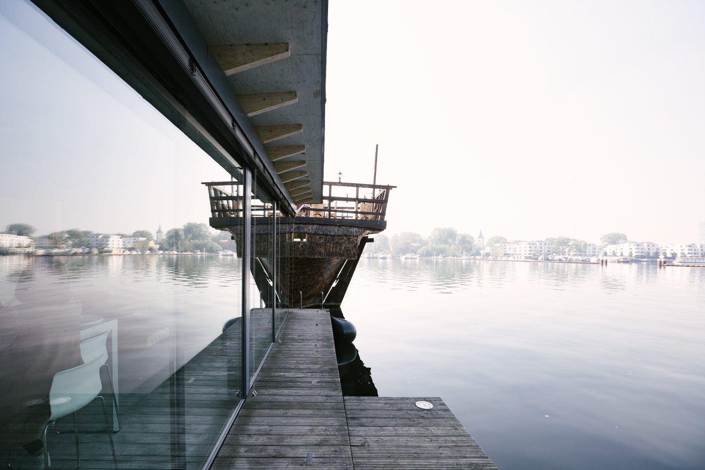 ignant-travel-modern-houseboat-18