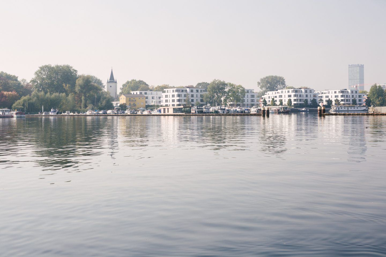 ignant-travel-modern-houseboat-19