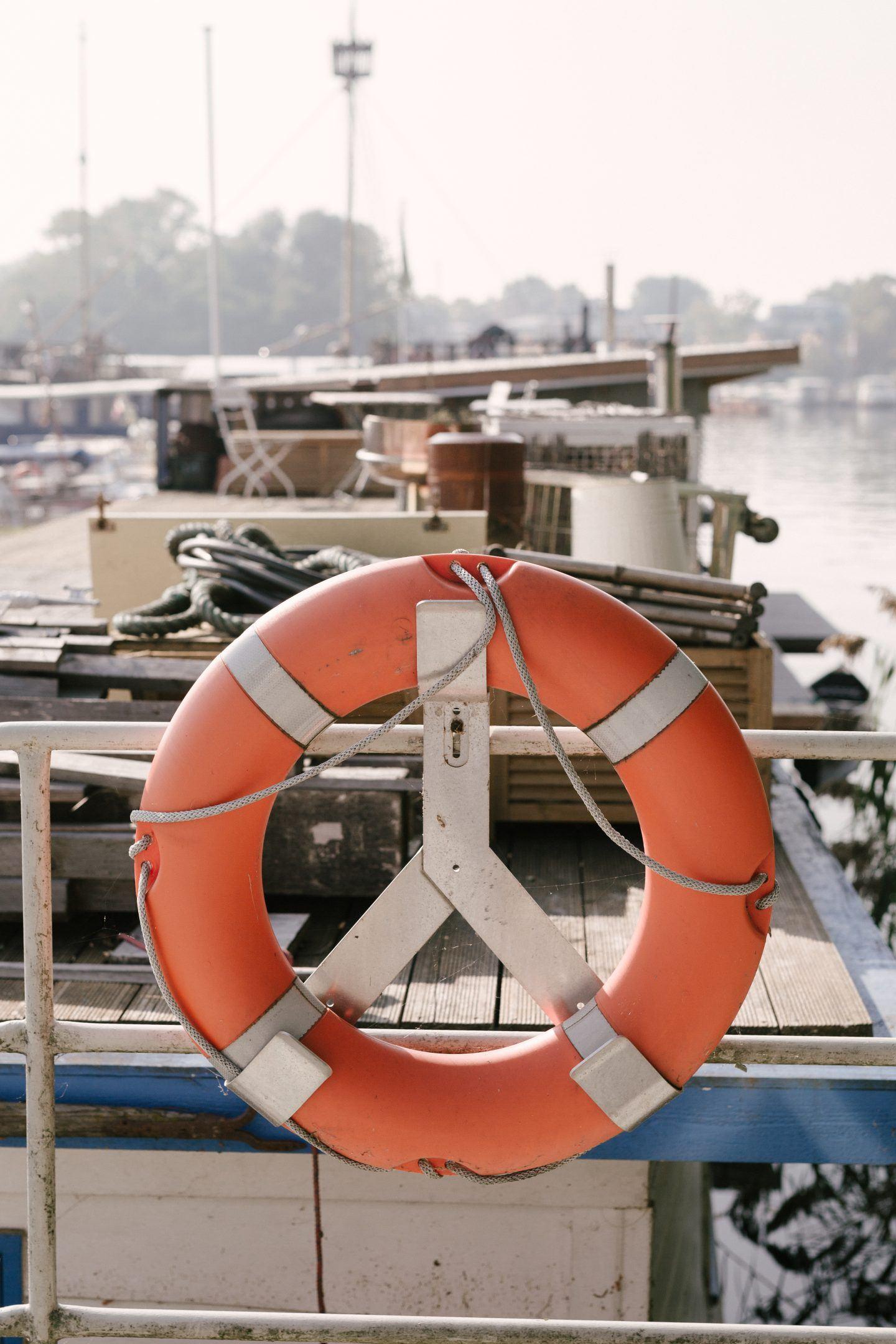 ignant-travel-modern-houseboat-27