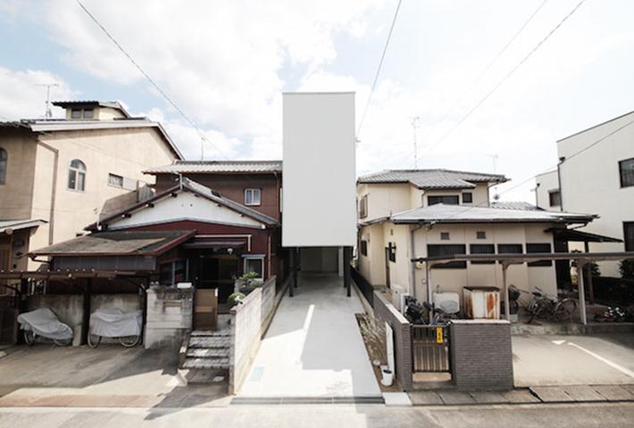 A Minimal Narrow House By Katsutoshi Sasaki + Associates