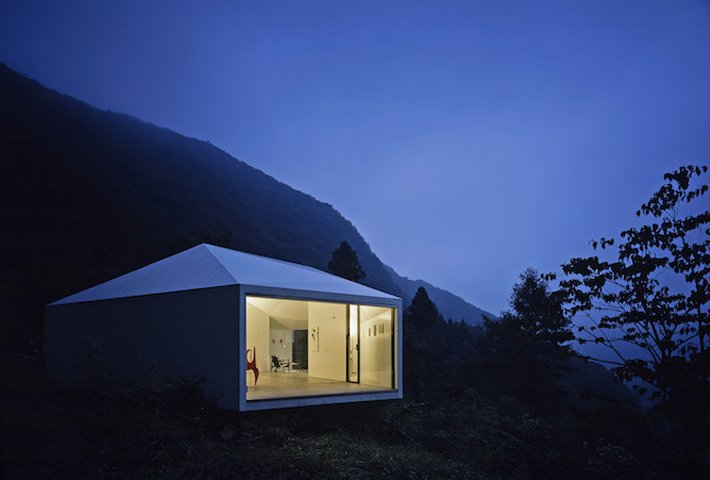 A Minimal Villa With An Art Gallery By Makoto Yamaguchi Design