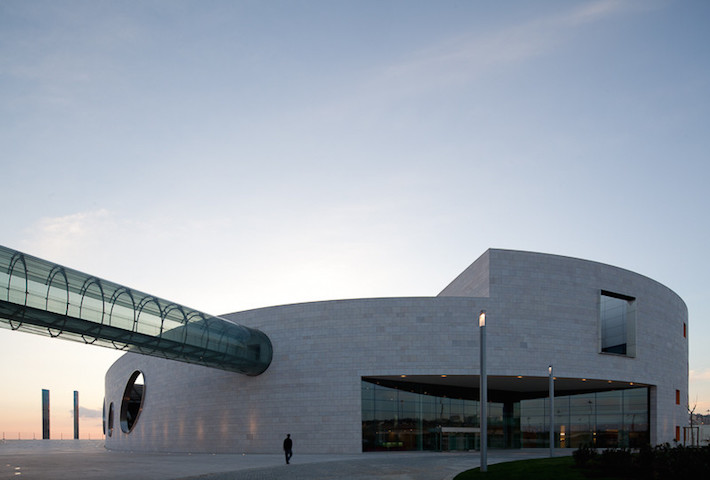 A Medical Research Center Formed From Curved Stone