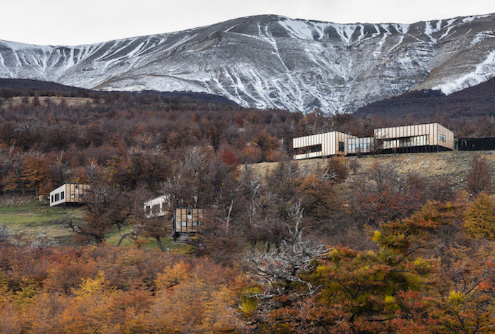 A Patagonian Mountainside Retreat By Felipe Assadi