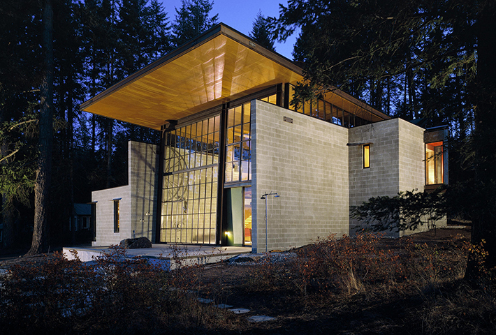 A Boxy Lakeside Cabin By Olson Kundig