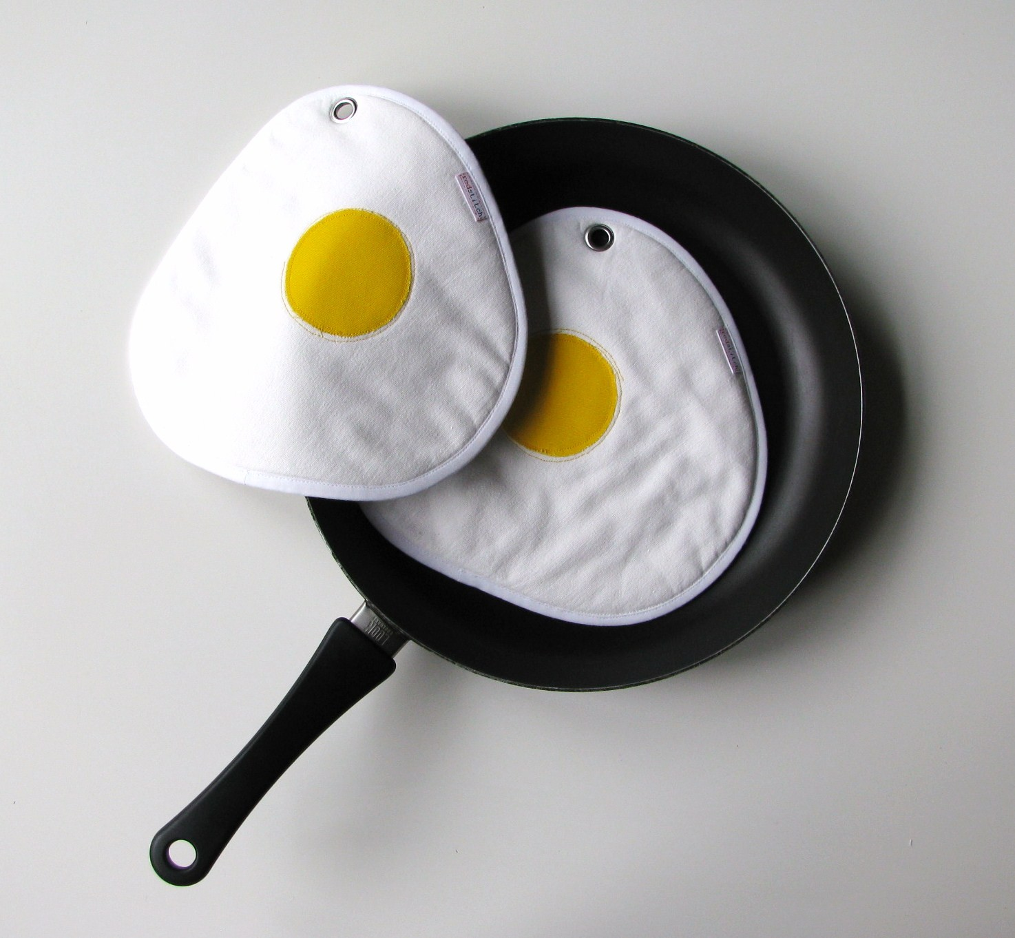 dailybasics_kitchen_08_eggpotholders