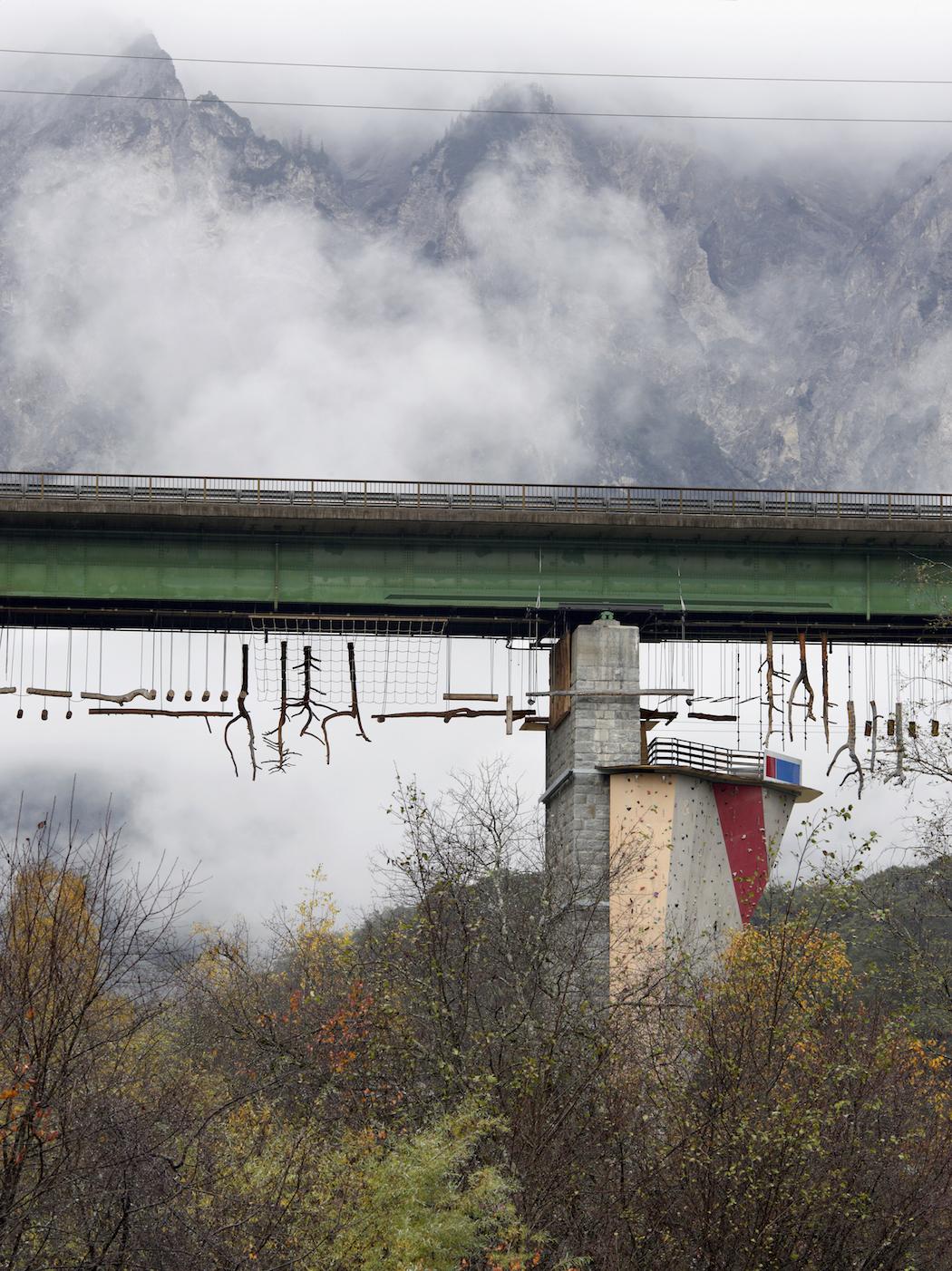 GiselaErlacher_80_Ötztal-Bahnhof_Tirol_AT_2013_A4.jGiselaErlacherg