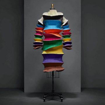 manusxmachina_fashion-flying-saucer-dress-issey-miyake-manus-x-machina-fashion-exhibition