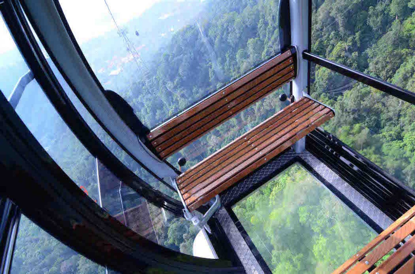 top10viewpoints_skybridge_bottom glass 2