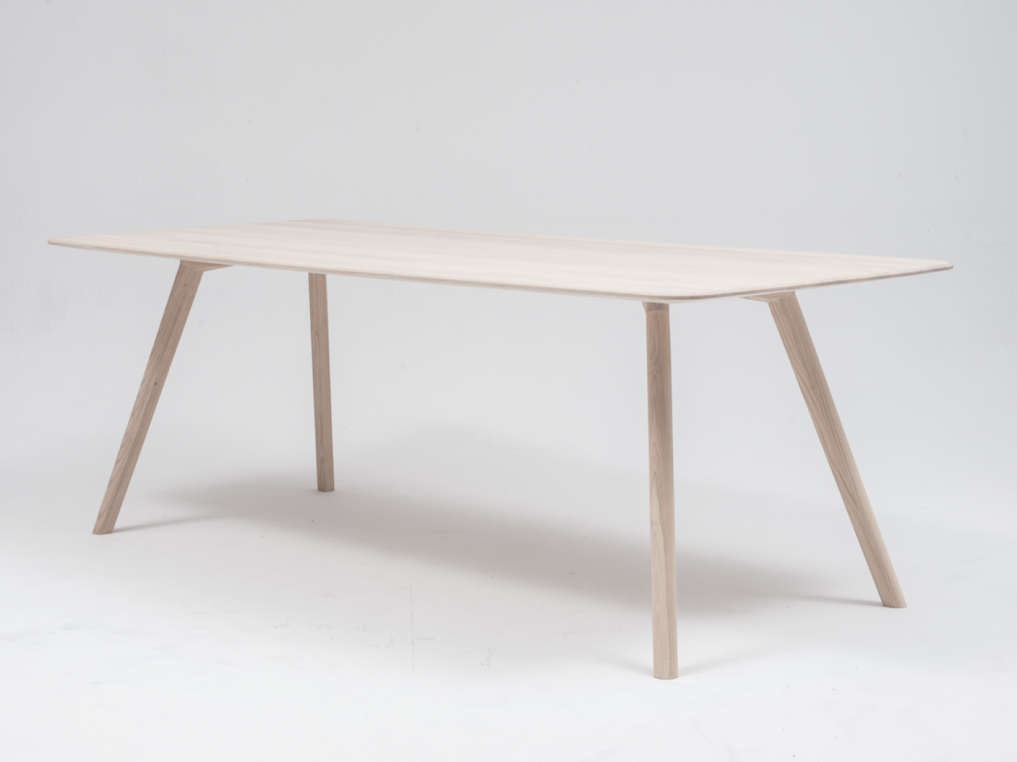 objekte-unserer-tage-08-studio-01-meyer-table-(high-res)