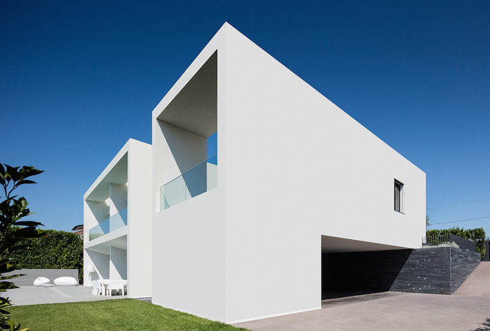 A Light-Filled Family Home In Portugal