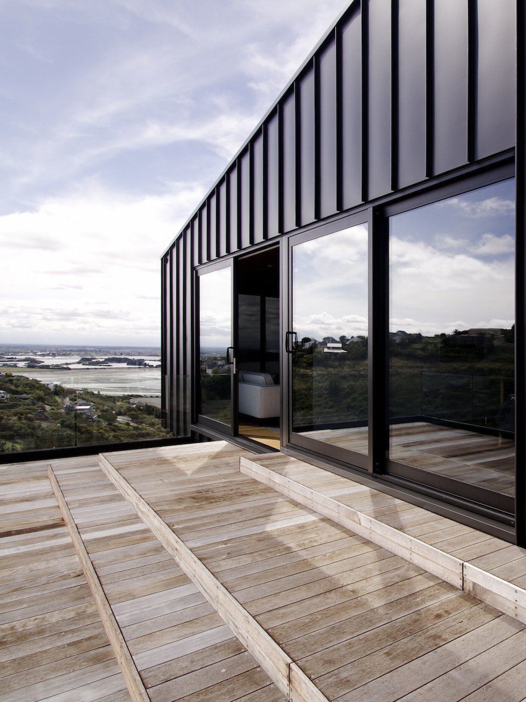 A black zinc house overlooking new zealand s southern alps for Architects creative christchurch
