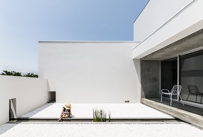 A House With A Minimal Courtyard