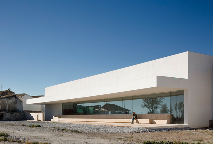 A Minimal Education Center In Spain