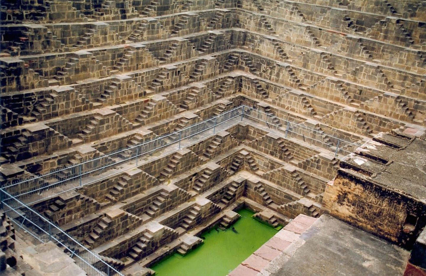 2.stepwells_chand-baori