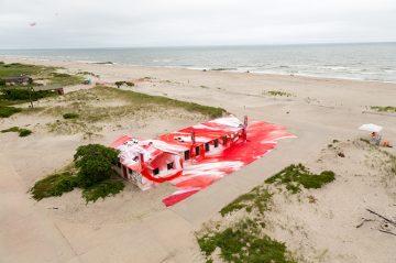 katharina-grosse-moma-ps1-rockway-installation-designboom-011
