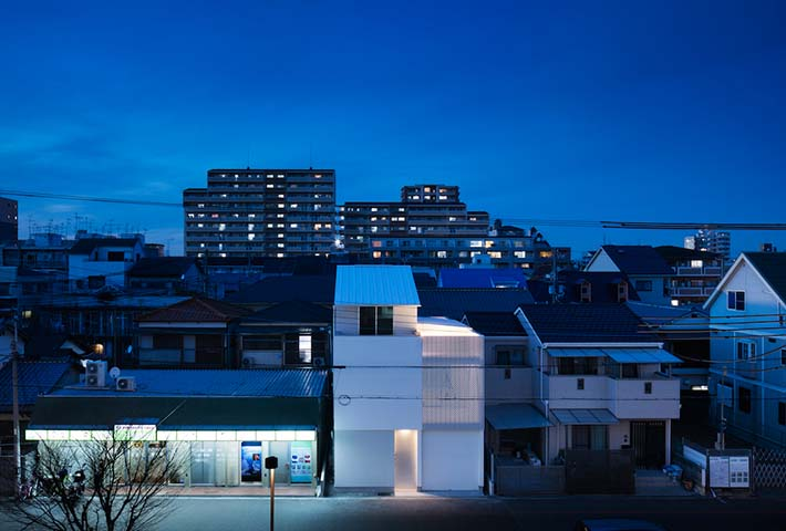 A Japanese Home Flooded By Granular Light
