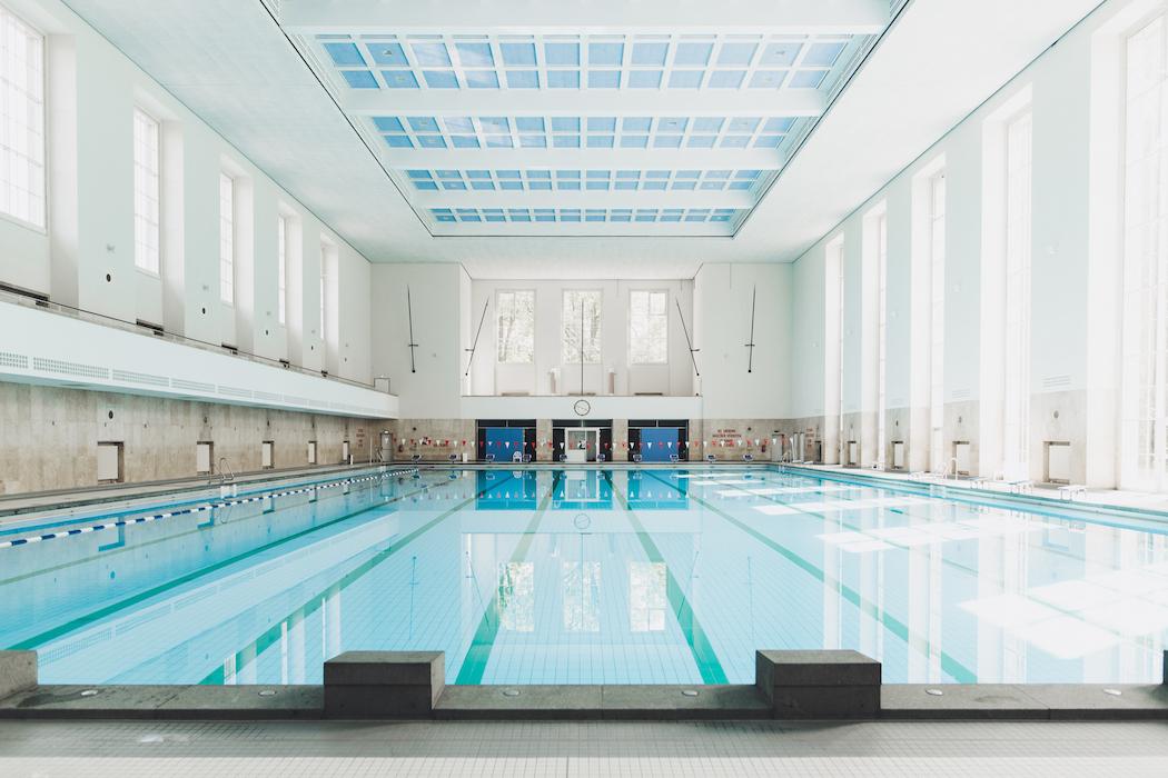 Schwimmhalle Finckensteinallee · Berlin | Ignant.com 15 Sport Schwimmbad Designs