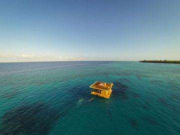 4-underwater-room-Manta-Resort-Pemba-Island-Tanzania-Architecture_
