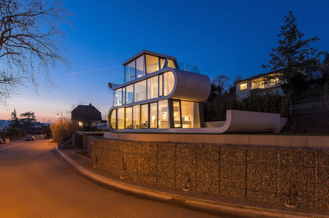 The unique glass walled flexhouse at lake zurich for Architecture zurich