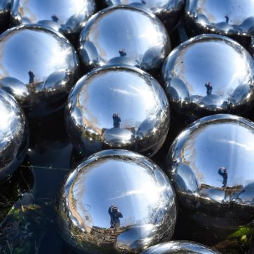 Art_Yayoi Kusama-GlassHouse_SteelBalls_10