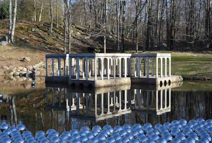 Yayoi Kusama's 1.300 Floating Steel Balls