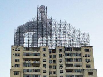 JR-high-jump-flying-rio-de-janeiro-brazil-art-installation-designboom-03