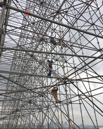 JR-high-jump-flying-rio-de-janeiro-brazil-art-installation-designboom-04