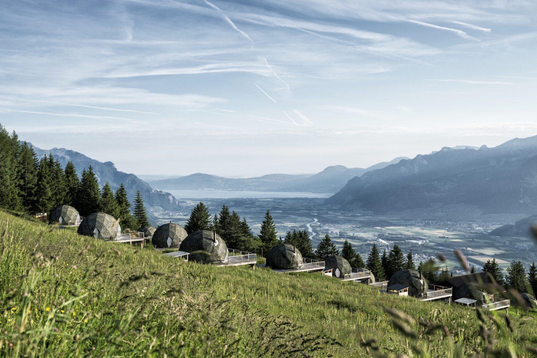 OnTheRoad_Switzerland_WhitePodHotel4