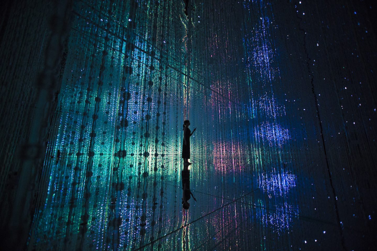 TeamLab_Art_ through the Crystal Universe_04
