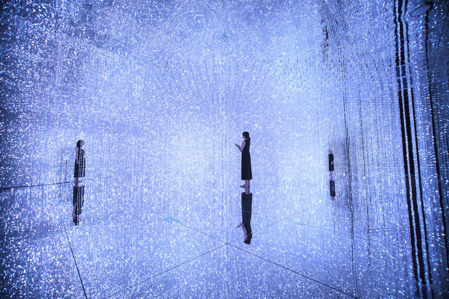 TeamLab_Art_ through the Crystal Universe_14