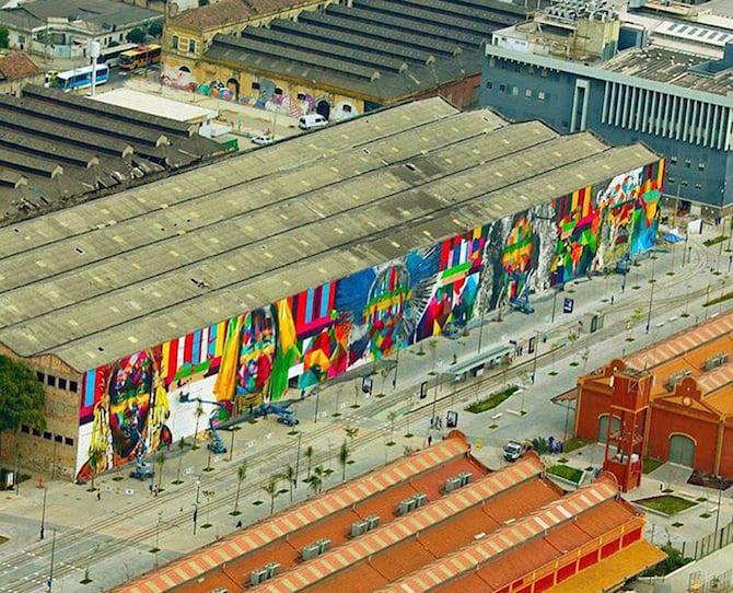 An artist creates a huge mural for the rio olympics for Miroir rio de janeiro